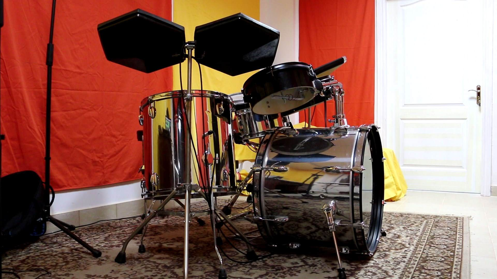 Drum_set.mp4_snapshot_00.01_[2018.03.14_12.21.14].jpg